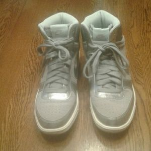 Silver Nike shoes 8 $ 45.00 # 1356